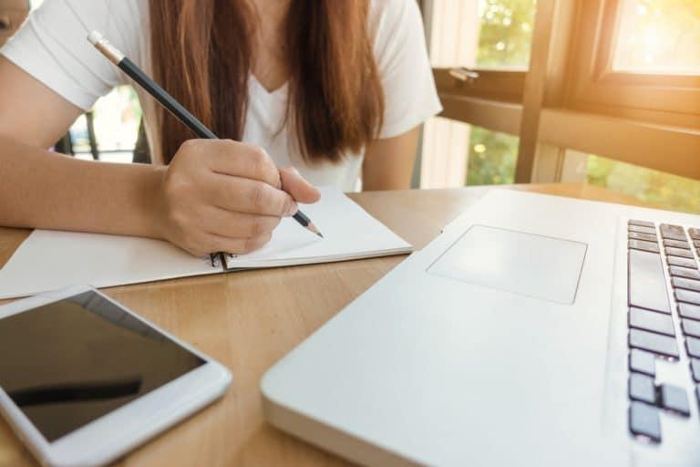 תלמידה בשיעור - פרויקט הזנה בעל יסודי 121