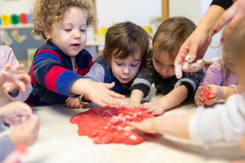 ילדים בגילאי לידה עד שלוש בגן